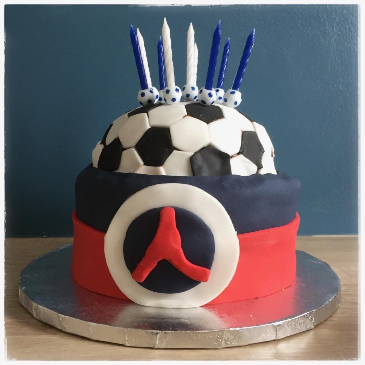 Gâteau brownies yaourt en forme de ballon de foot