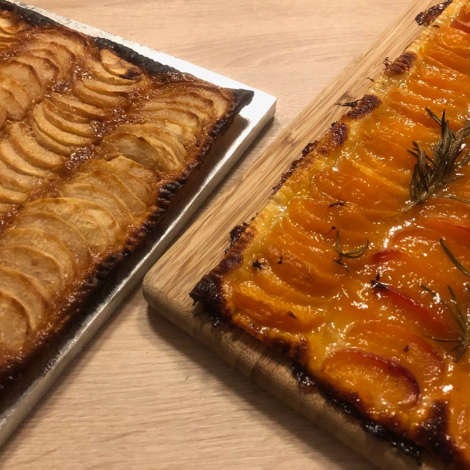 Tartes pomme caramel et abricot romarin