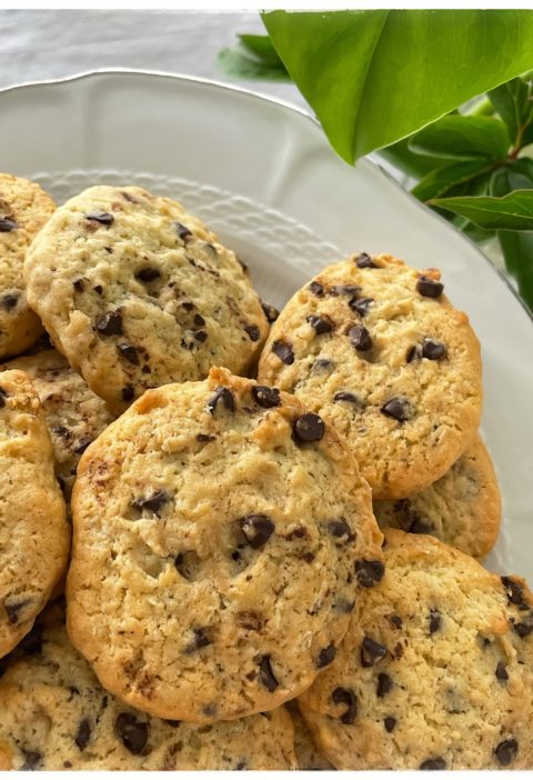 Plat de cookies au chocolat