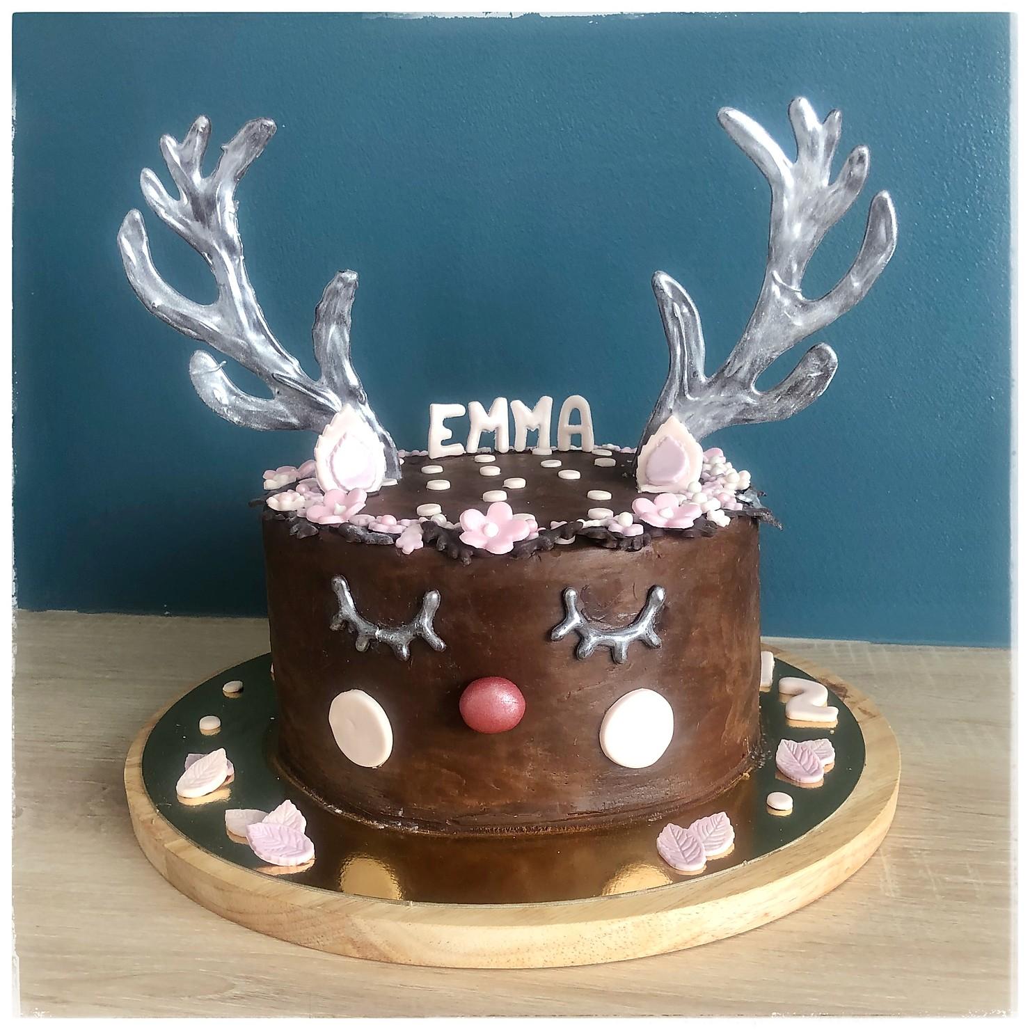 Gâteau au chocolat en forme de biche