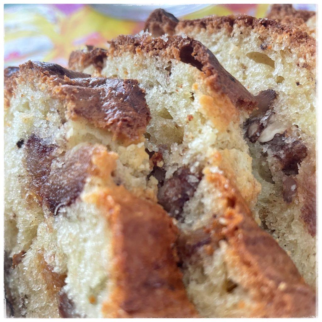Zoom Cake aux dattes et aux noix tranché