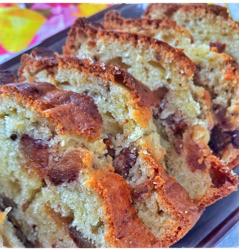 Zoom Cake aux noix et aux dattes tranché